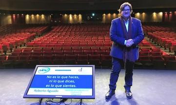 Roberto con auditorio